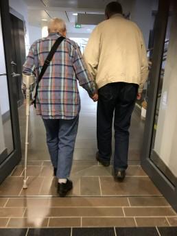 Ett äldre par på Ålands sjukhus.